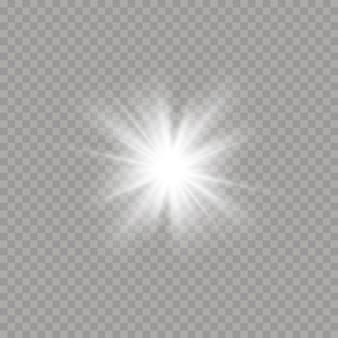 Biała świecąca jasna gwiazda wybuchła. jasna gwiazda na przezroczystym tle. lśniące magiczne cząsteczki pyłu. zestaw blasku, eksplozji, blasku, linii, rozbłysków słońca.