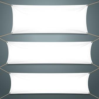 Białe banery tekstylne.