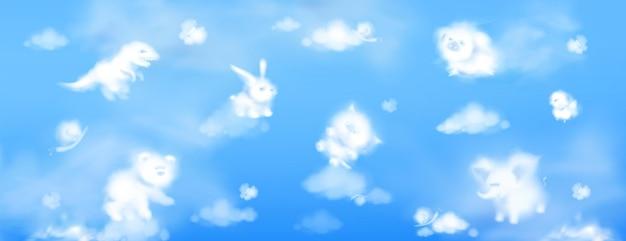 Białe chmury w kształcie uroczych zwierzątek na błękitnym niebie