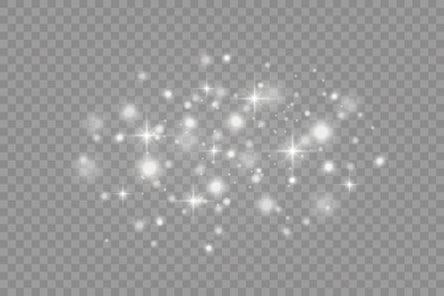Białe iskry i gwiazdy błyszczą specjalnym efektem świetlnym. błyszczy na przezroczystym tle.