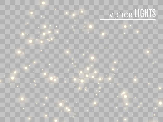 Białe iskry i złote gwiazdy błyszczą specjalnym efektem świetlnym. błyszczy na przezroczystym tle. lśniące, magiczne cząsteczki kurzu
