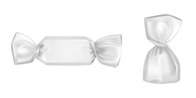 Białe opakowania cukierków, puste opakowania foliowe lub papierowe