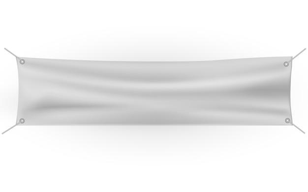 Białe płótno z fałdami. pusty szablon wiszące tkaniny.