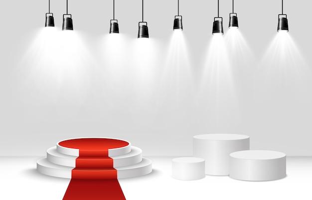 Białe podium lub platforma z reflektorami. cokół do nagradzania zwycięzców.
