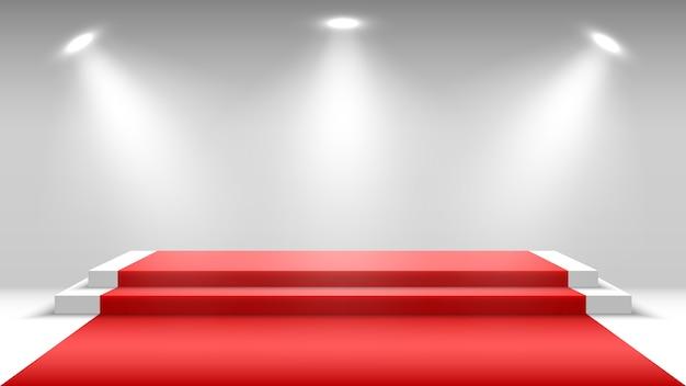 Białe podium z czerwonym dywanem i reflektorami. pusty cokół. scena na ceremonię wręczenia nagród.
