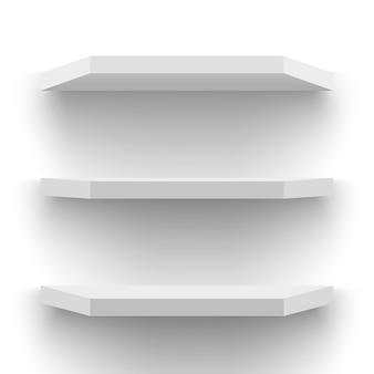 Białe półki ścienne.