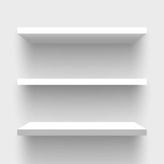 Białe prostokątne półki ścienne.