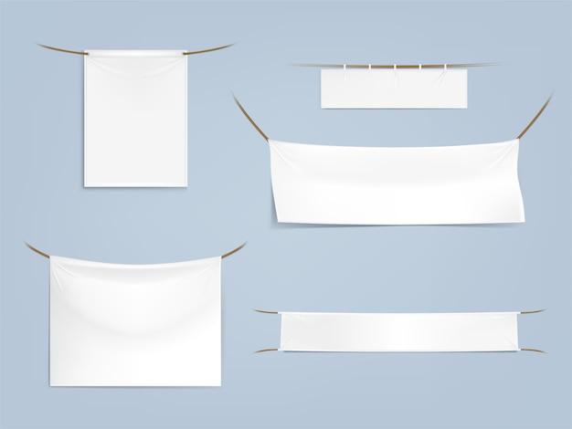 Białe puste banery tekstylne z zakładkami