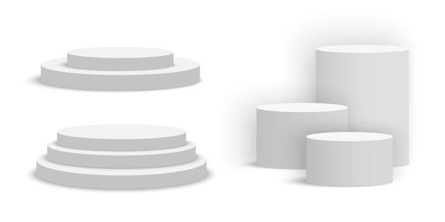 Białe puste okrągłe podium. zestaw cokołów.