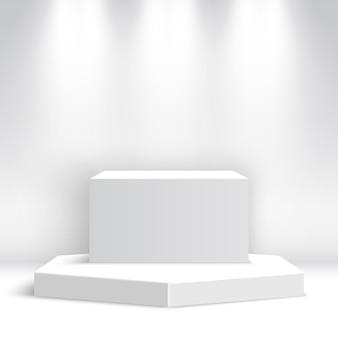 Białe puste podium z reflektorami