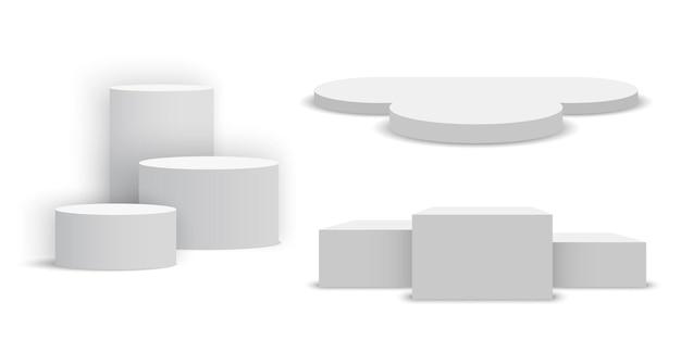 Białe puste podium. zestaw cokołów.