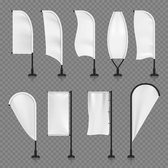 Białe puste tekstylne pionowe banery, latające flagi plaży w różnych kształtach dla promocji marki, marketingowa wektorowa ilustracja odizolowywająca