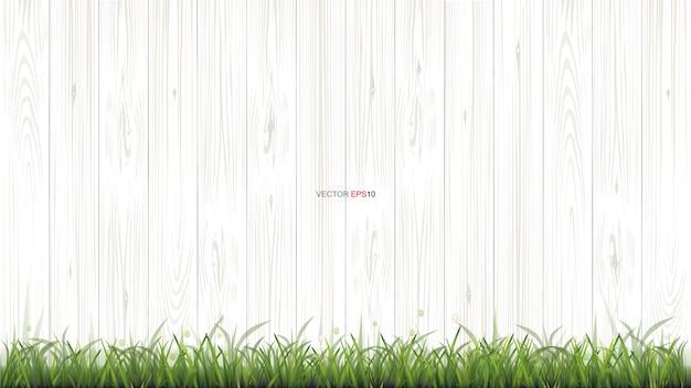 Białe tło tekstury drewna z zieloną trawą