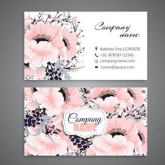 Białe wizytówki z pięknymi kwiatami