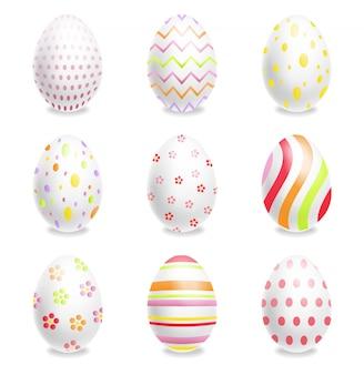 Biali wielkanocni jajka ustawiający z ornamentami