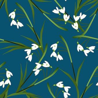 Biały kwiat przebiśnieg na indygo niebieskim tle.