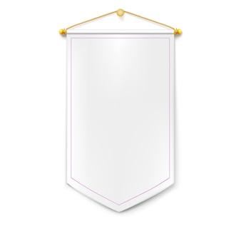 Biały pionowy trójkątny proporczyk ze złotym sznurkiem wiszącym na ścianie