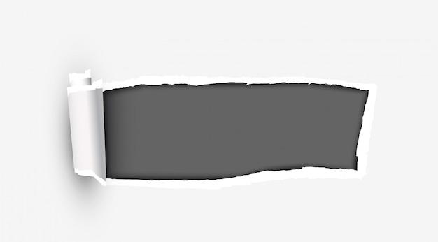 Biały podarty papier z podartymi krawędziami