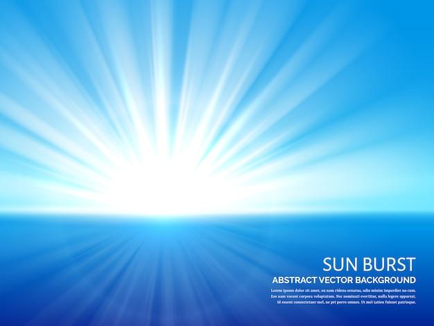 Biały słońce wybuch w niebieskiego nieba tle