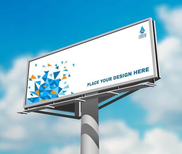 Billboard przeciw niebo tła dnia wizerunkowi