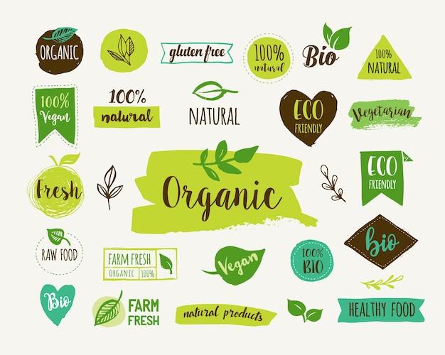 Bio, ekologia, ekologiczne logo i etykiety. ręcznie rysowane bio zdrowa żywność, zestaw surowych, wegańskich, zdrowej żywności, zestaw organiczny i elementy