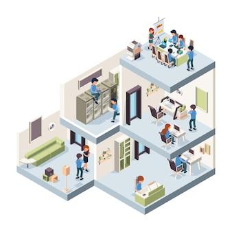 Biuro firmy izometryczny. firmowa grupa kreatywna wewnętrzna i zewnętrzna złożona z freelancerów i menedżerów pracujących w gabinetach. ilustracja wnętrza biurowca, korporacyjne miejsce pracy