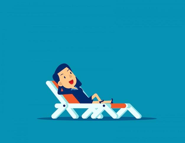 Biurowy mężczyzna relaksuje. wakacje służbowe