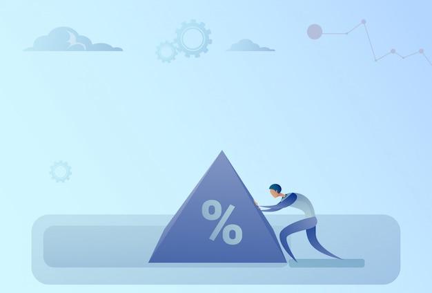 Biznes człowiek przesuwając znak procentu zadłużenia kredytowego kryzysu koncepcja