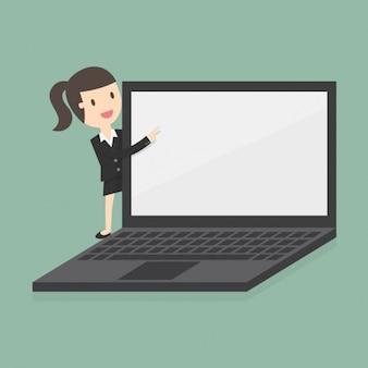 Biznes kobieta z ogromnym laptopie