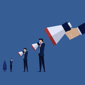 Biznes płaski wektor koncepcja ręka trzymać megafon do innej metafory obwinianie innego człowieka.