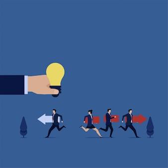 Biznes płaski wektor koncepcja zespołu biegnij za liderem, a biznesmen biegnij przynieść jego ścieżkę metaforę myślenia inaczej.