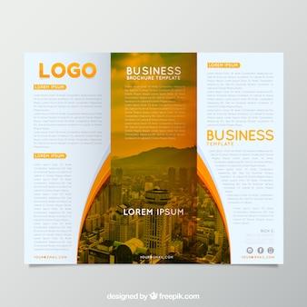 Biznes trifold w abstrakcyjnym stylu