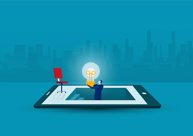 Biznesmen dostał pomysł lub żarówkę przez odkrycie na tablecie, pomysły na innowacje biznesowe, koncepcja kreatywna, płaska konstrukcja