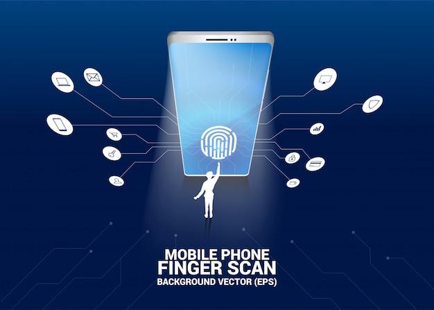 Biznesmen dotyk odcisk palca na ikonę skanowania palca na ekranie telefonu komórkowego