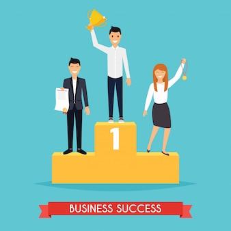 Biznesmen i bizneswoman stojący na podium trzyma trofeum, świętując swoje zwycięstwo.
