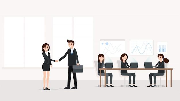 Biznesmen i bizneswoman w nowożytnym biurze