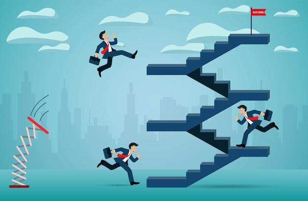 Biznesmen jest konkurencją biegnącą po schodach do czerwonej flagi.