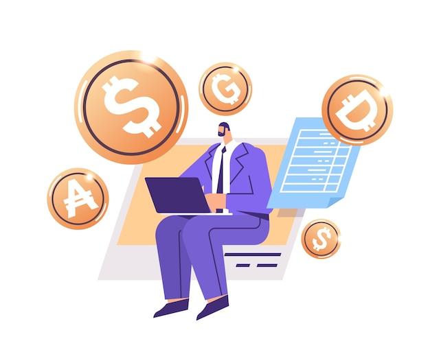 Biznesmen korzystający z laptopa złotej monety kryptograficznej kryptowaluta wydobywająca wirtualne pieniądze blockchain cyfrowej waluty