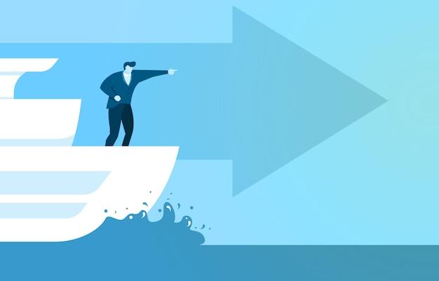 Biznesmen na statku skierowany do przodu, aby przejść szybciej do celu sukcesu