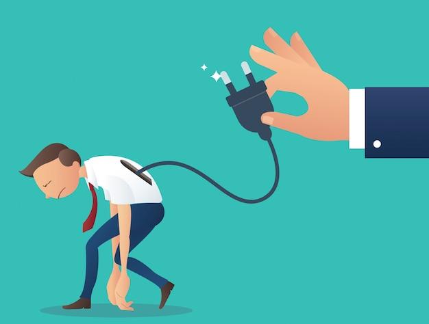 Biznesmen niskiego poziomu baterii z ręką trzymać wtyczkę