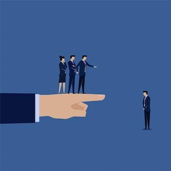 Biznesmen obwiniany przez zespół i boos za porażkę.