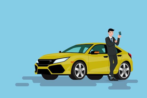 Biznesmen opiera na jego nowym samochodzie i pokazuje kredytową kartę