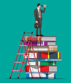 Biznesmen patrząc przez lunetę na stos książek z drabiną. biznesmen z teleskopem. nowe perspektywy, edukacja. patrząc w przyszłość. cel przywództwa lub wizjoner. płaska ilustracja wektorowa