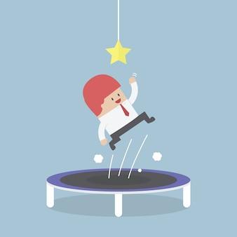 Biznesmen próbuje złapać gwiazdę