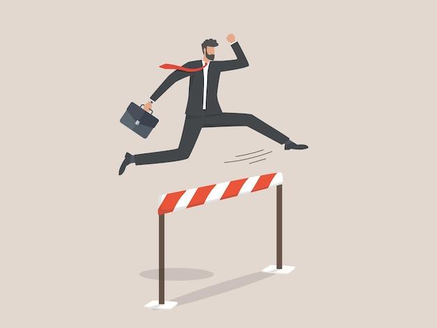 Biznesmen przeskakując przeszkodę, bariera na drodze do sukcesu.