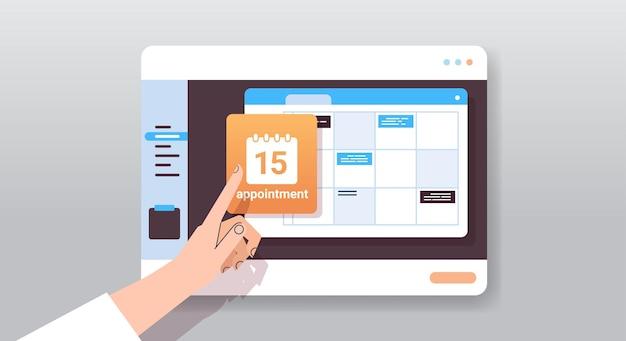 Biznesmen ręka planowanie dnia planowanie spotkania w kalendarzu na zarządzaniu czasem na ekranie tabletu