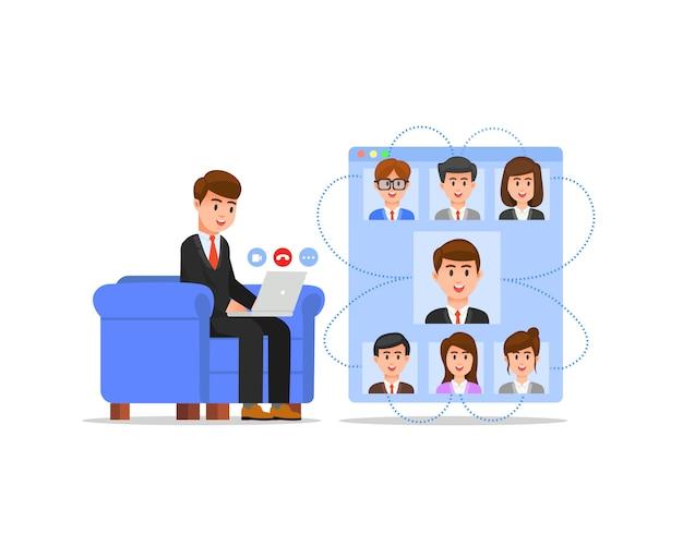 Biznesmen robi wirtualne spotkanie, siedząc na kanapie