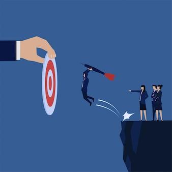 Biznesmen skoczyć i przynieść strzałkę, aby postawić cel.