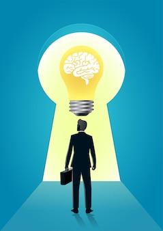 Biznesmen stoi dziurka od klucza z mózgiem w żarówce
