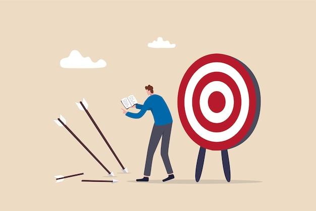 Biznesmen trzyma książkę spojrzeć na chybioną strzałkę celu uczenia się lub studiowania błędów.